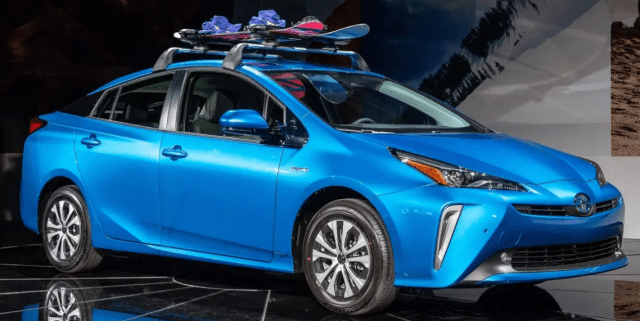Гибридный седан с расходом 4 л на 100 км: Toyota Prius получил полноприводную версию