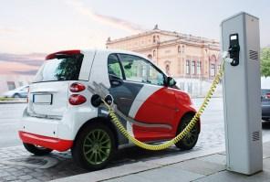 Закон подписан: Порошенко продлил отмену НДС и акциза на ввоз электромобилей до конца 2022 года