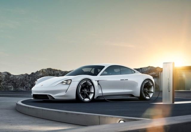 Превысили все ожидания: Porsche увеличит объемы производства Taycan из-за значительного спроса