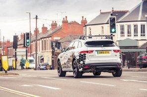 """В Jaguar придумали, как избавиться от пробок, встроив в авто систему """"зеленая волна"""""""