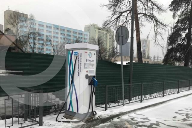 Юбилей: сеть STRUM установила десятую зарядную станцию в Киеве