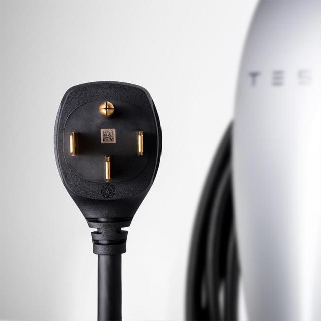 Tesla представила зарядную станцию для домашнего использования за 0