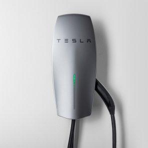 Tesla представила зарядную станцию для домашнего использования за $500