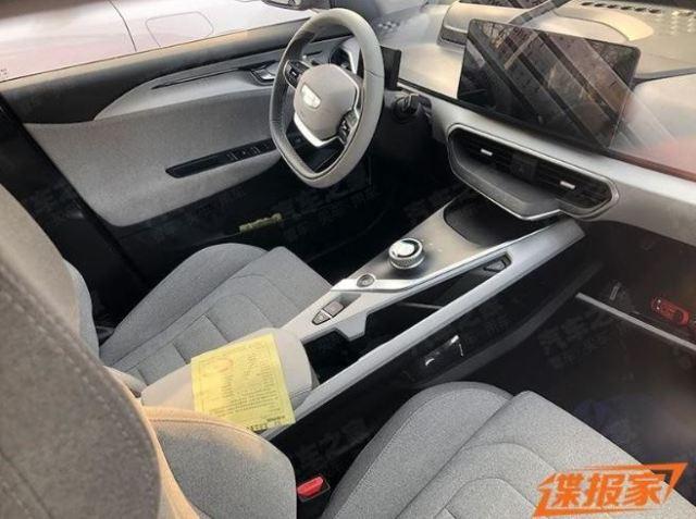 Китайский конкурент Tesla Model 3 засветился на живых фото