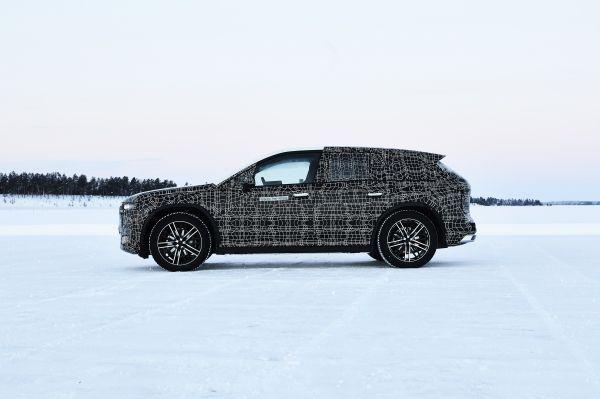 BMW начала зимние тесты электрокроссовера iNEXT: опубликованы фото
