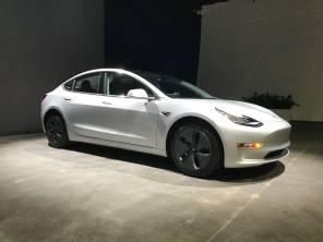 Tesla по-тихому сняла с продаж самую дешевую Model 3: клиенты в панике
