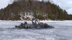 Загадочное происшествие на замерзшем озере: Tesla Model X выгорела до тла
