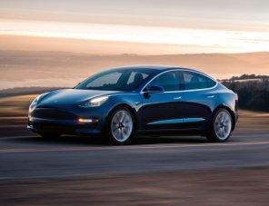 Самая дешёвая Tesla Model 3 начала сходить с конвейера с новым индексом