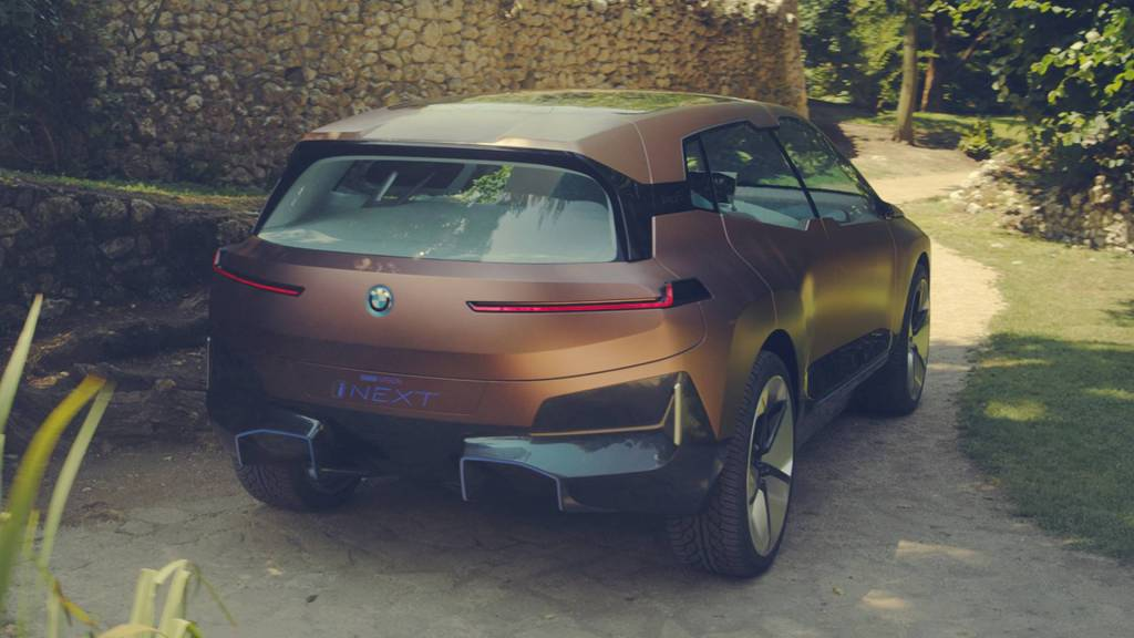 Шпионское видео: BMW начали зимние тесты своего чудо-электромобиля iNext