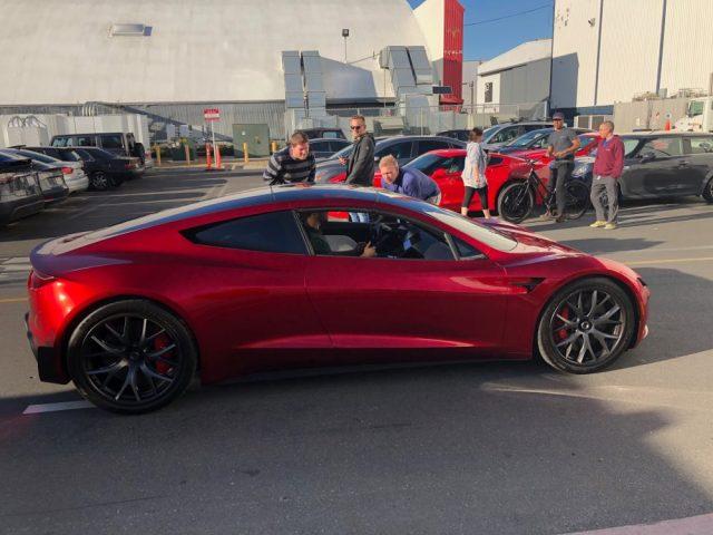 Новый Tesla Roadster засветился на презентации Model Y: живые фото