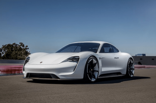 На электромобиль Porsche Taycan выстроилась очередь: более 20 000 предзаказов