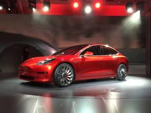 Спрос на бюджетную Tesla Model 3 невысок, но предложение пока оставят