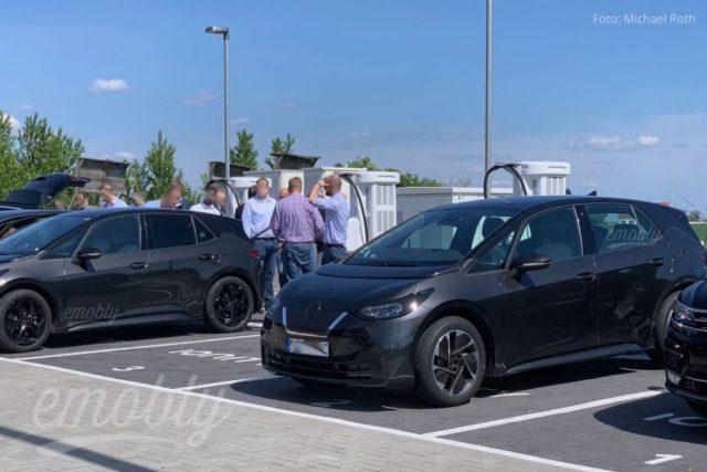Чтоб никто не догадался: Volkswagen ID3 для тестов замаскировали под Nissan Leaf