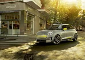 Видео дня: в BMW показали, как собирают электрические MINI