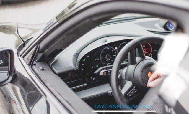 Интерьер электромобиля Porsche Taycan удалось заснять до официальной презентации