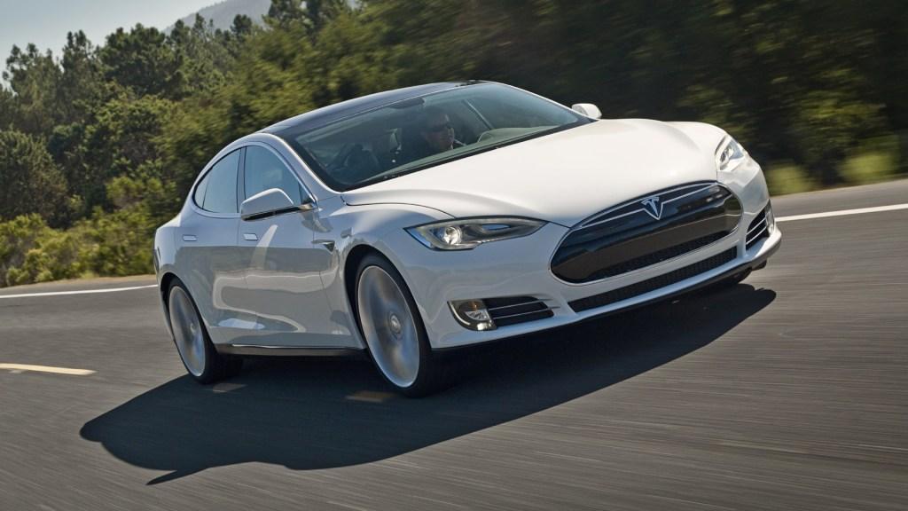 """Автопилот Tesla """"сдал"""" пьяного водителя копам"""