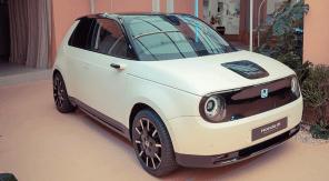 В Европе стартовал прием заказов на электромобиль Honda e