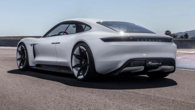 Электромобиль Porsche Taycan показал впечатляющие результаты на тестах
