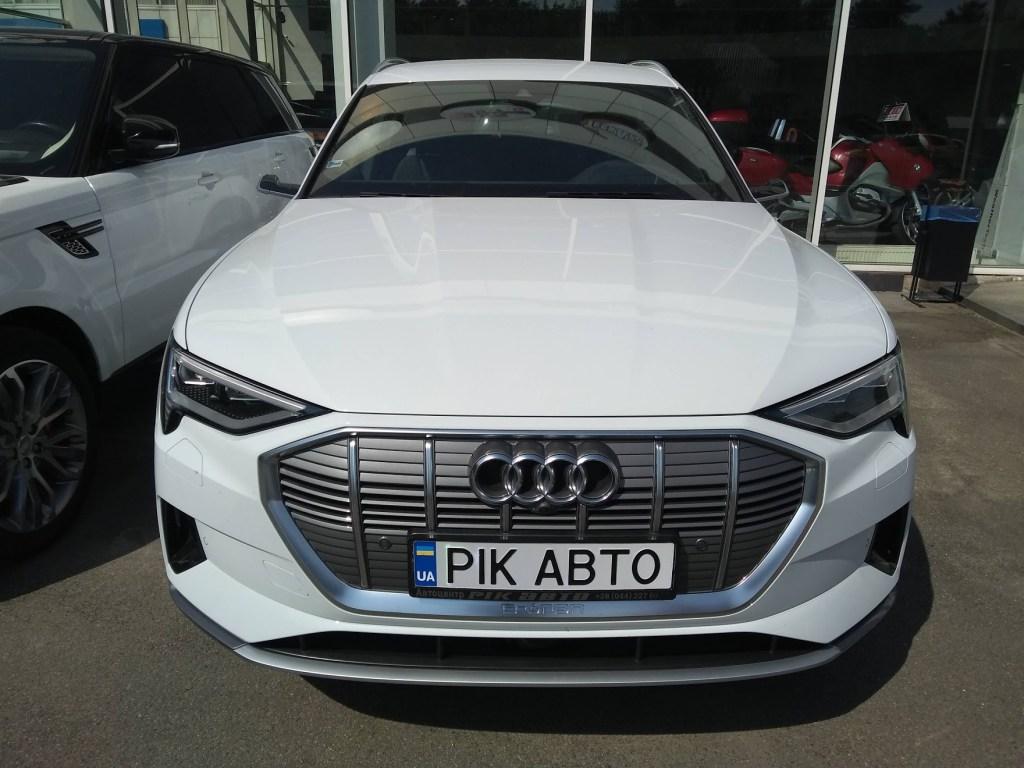 Шик без зеркал: обзор электромобиля Audi e-tron