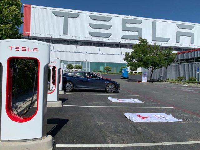 Tesla официально запустила мощные 250-киловаттные зарядные станции Supercharger 3.0
