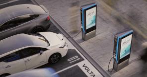 Электричество нашару: зарядную станцию Volta Charging объединили с рекламным щитом