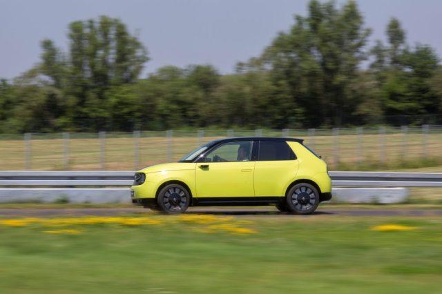 """Опубликовано первое """"живое"""" видео электромобиля Honda Е: он еще круче, чем казался"""