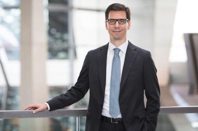 Не проработал и года: глава европейского офиса Tesla покинул компанию