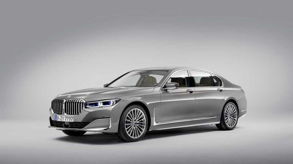 BMW переведет 7-ю серию на электротягу: известно имя модели и запас хода