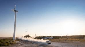 Видео дня: гибрид Porsche Cayenne установил очень необычный рекорд