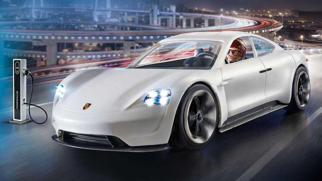 Электромобиль Porsche Mission E дебютирует в мультфильме с игрушками Playmobil