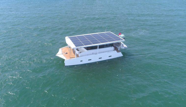 Австралійці побудували електричну яхту, яку можна ніколи не підключати до розетки