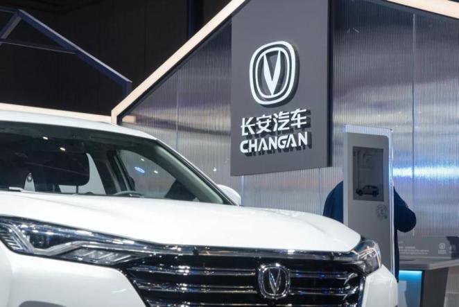 Huawei включається в електромобільну гонку: планують створити 105 моделей преміальних авто за 5 років