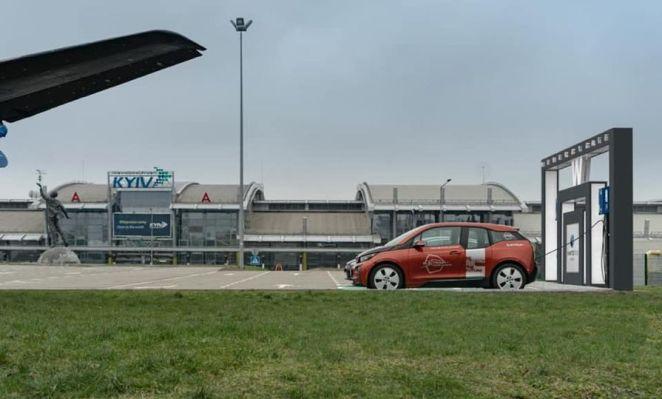 """НАК """"Нафтогаз"""" відкрив зарядну станцію для електромобілів біля аеропорту """"Київ"""""""