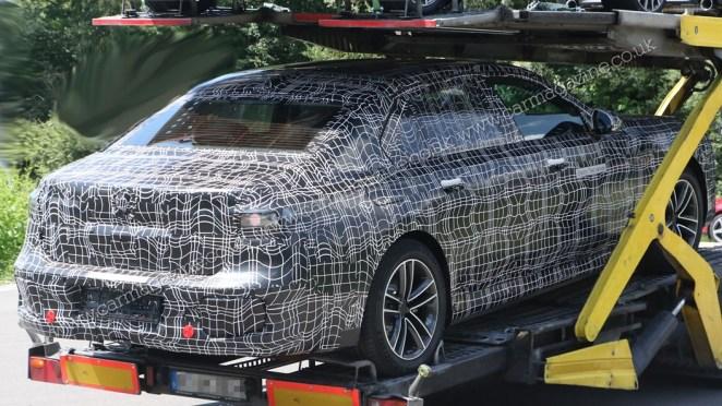 Баварці готують до випуску електричний седан BMW i7: 544 к.с. та 500 км без підзарядки