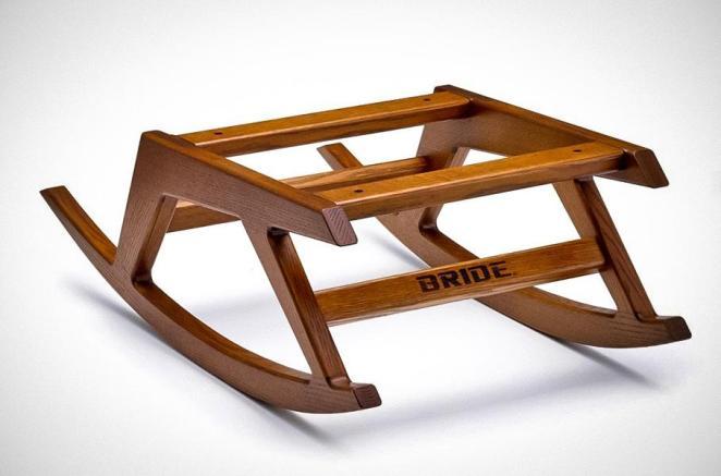 """Гоночне крісло від Bride перетворили на """"імператорську"""" гойдалку: фото"""
