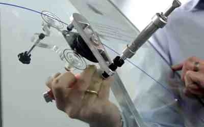 Reasons to call upon the expert for car windshield repairs