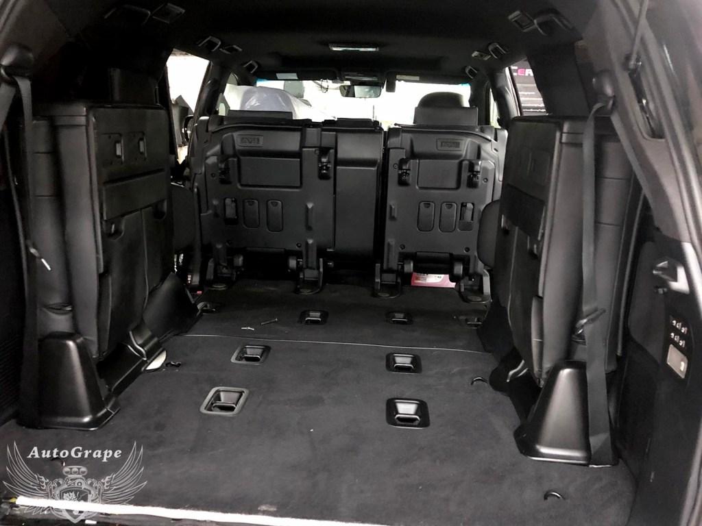 Третий ряд сидений Lexus