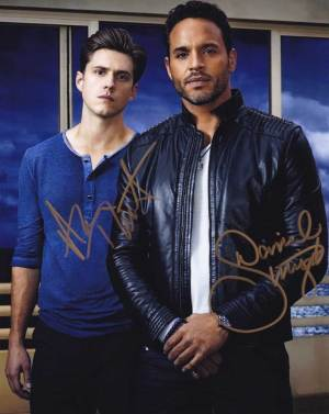 Graceland In-person autographed Cast Photo