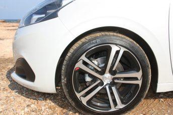 Peugeot_208_1.5_autoholix.010