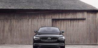 Volvo S90 Recharge T8 plug-in hybrid in Platinum Grey