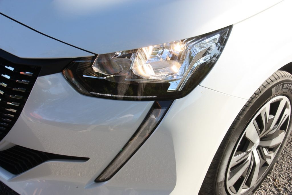 Peugeot 208 1.5 BlueHDI 100 PS autoholix 04