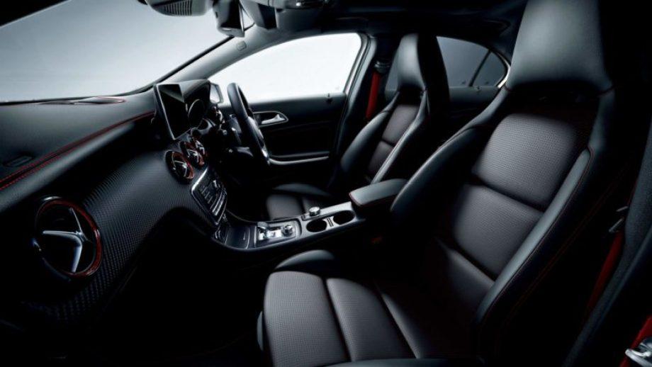 AMGパフォーマンスパッケージを選択すると、専用の本革製スポーツシート