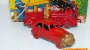 Camion de pompier et berline avec dévidoir
