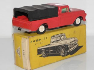 Un Ford pick-up dans la pampa