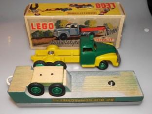 Lego remorque et cloutée