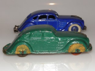 comparaison avec le modèle Dinky Toys