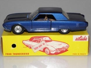 Superbe couleur de Solido Ford Thunderbird avec phares en strass