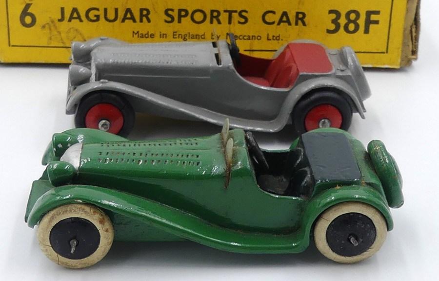 Dinky Toys série 38 Jaguar SS100 prototype en bois et dernière version