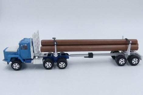 Ertl International tracteur semi fardier (troncs en plastique !)