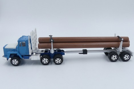 Ertl International tracteur semi fardier (troncs en plastique !)
